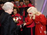 Lady-Gaga-Meets-The-Queen-640x487